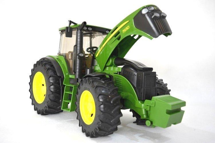 Bruder 03050 Traktor ciągnik John Deere rolniczy